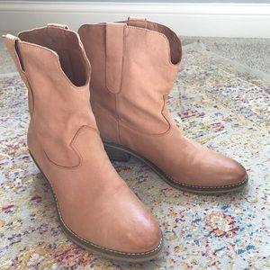 NWOT CROWN VINTAGE Wilton Tan Leather Booties
